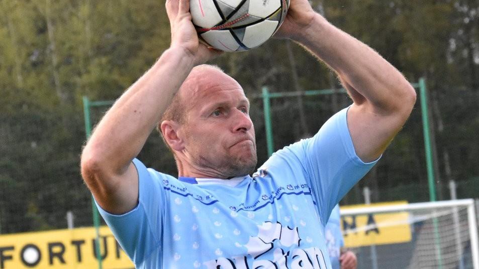 41letý veterán Miroslav Zach si po letech znovu zahrál v Protivíně krajský přebor. Foto: Jan Škrle