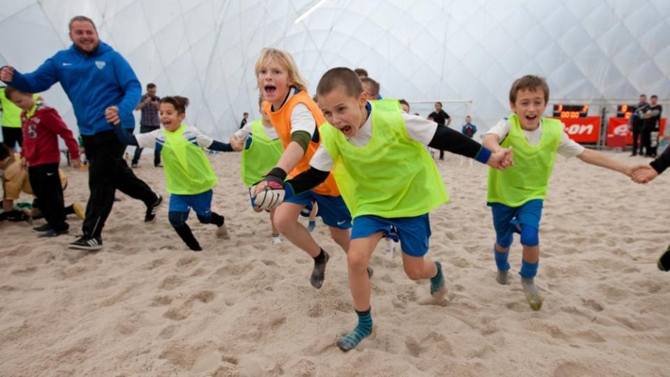 E.ON Beach Junior Cup v plážové kopané vyhrálo jihočeské Táborsko. V cestě za prvenstvím porazila i rivala Dynamo ČB. Foto: Petr Zikmund