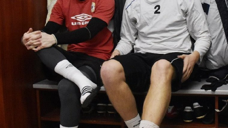 Obránci Ondřej Sajtl (vlevo) a Lukáš Holub mají místa v kabině vedle sebe.