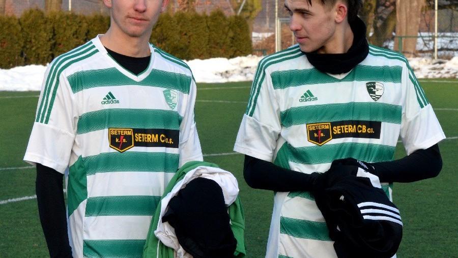 Bratři v triku. Vlevo 20letý Ondřej Otepka a v březnu 19letý Matěj.