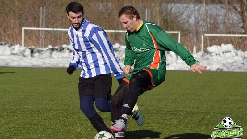 Nové Hrady (v modrobílém) braly první turnajový zisk proti Borku.