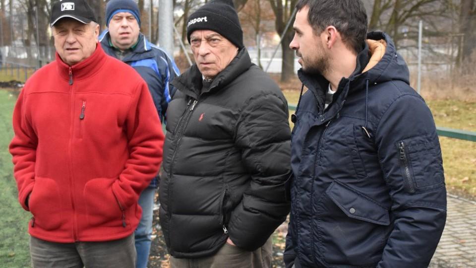 Marod Igor Nitrianský sledoval zápas společně s Karlem Váchou starším a trenérem Františkem Ciprem.