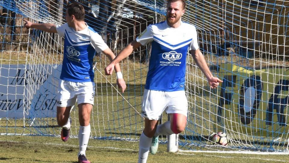 Zbyněk Musiol oslavuje gól svému bývalému klubu.
