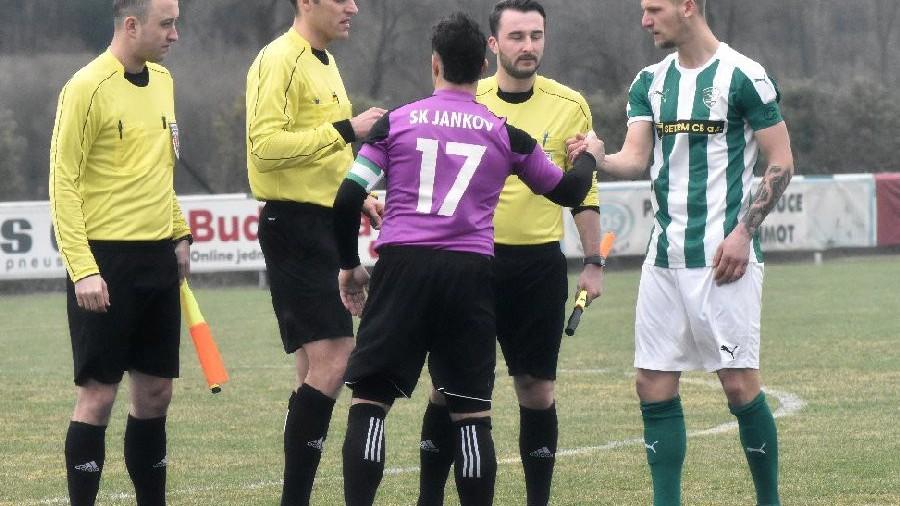 Oběma kapitán derby zrovna nevyšlo. David Maršán se vykartoval a Jakub Píša zahodil penaltu.