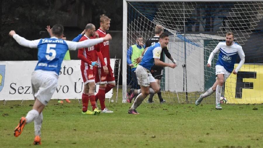 První gól je na světě. Táborsko se ujímá vedení 1:0.
