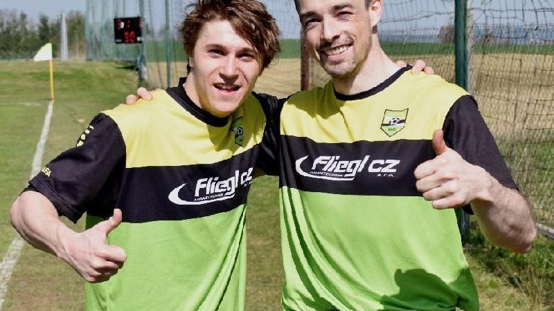 Osečtí střelci gólů, vlevo Sebastian Hosnedl s Karlem Marouškem.