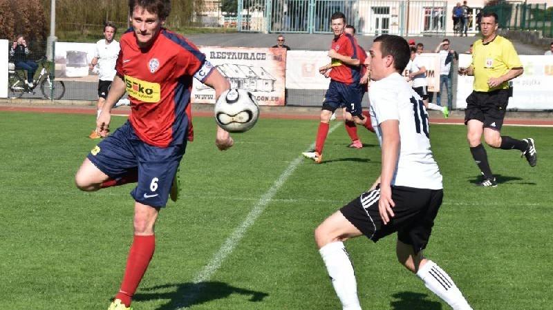 Kapitán Čimelic v souboji s Tomášem Mazouchem.