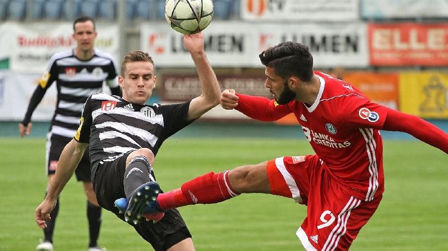 Sedm gólů na Střeleckém ostrově: Fotbalisté Dynama na favorita nestačili