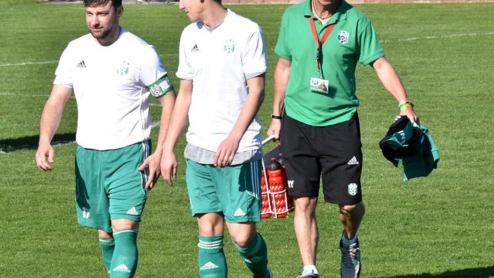 Manažer klubu Pavel Beránek oslavil 5. dubna padesátku. Asistent Petr Maxa zase příští pondělí 35. Vlevo jdou Maršán a Bürger.