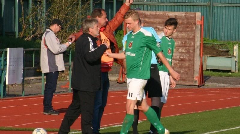 Trenér Václav Domin sáhl po druhém gólu ke střídání Wagnera, jehož nahradil Babka, který se později zranil a musel střídat.