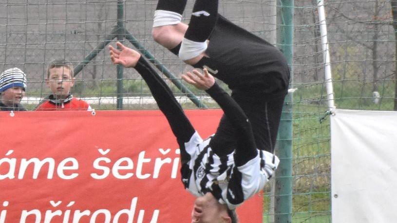 K oslavě prvního gólu vystřihl Jiří Kurek povedené salto.