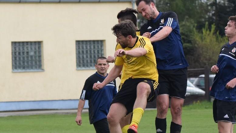 Kam za fotbalem: Městské derby v Suchém Vrbném, bitvy o postup ve Čkyni a Strakonicích