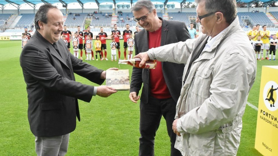 Na Střeleckém ostrově se křtila kniha Zlaté okamžiky českobudějovického fotbalu