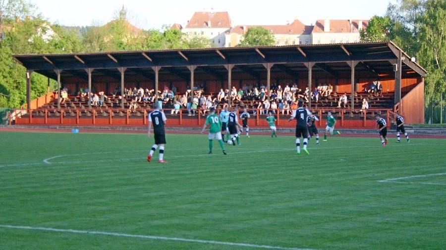 Na českokrumlovský stadion na Chvalšinské ulici přišlo na derby 240 diváků.