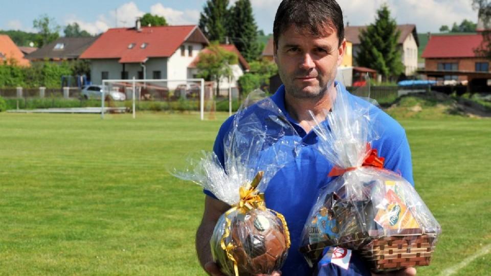 Padesáté narozeniny slavil novoveský asistent trenéra a činovník Roman Tunka. Foto: Miloslav Kusbach