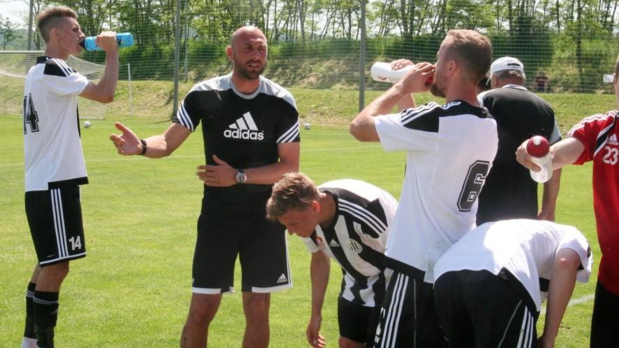 O přestávce na osvěžení měl domácí trenér Lengyel svým svěřencům co říct.