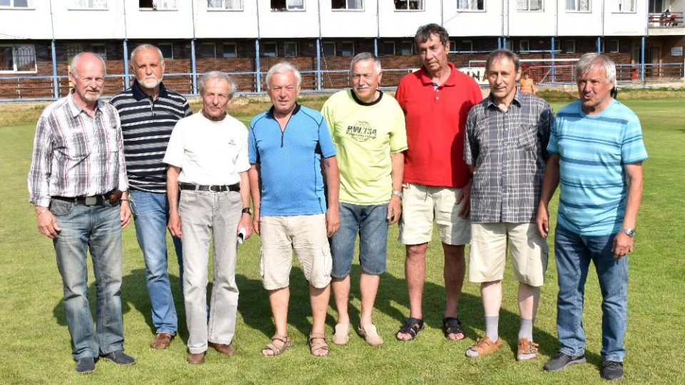 Bývalí hráči Vodních staveb Tábor, kteří to ve druhé polovině 60. let minulého století dotáhli až do třetí ligy.