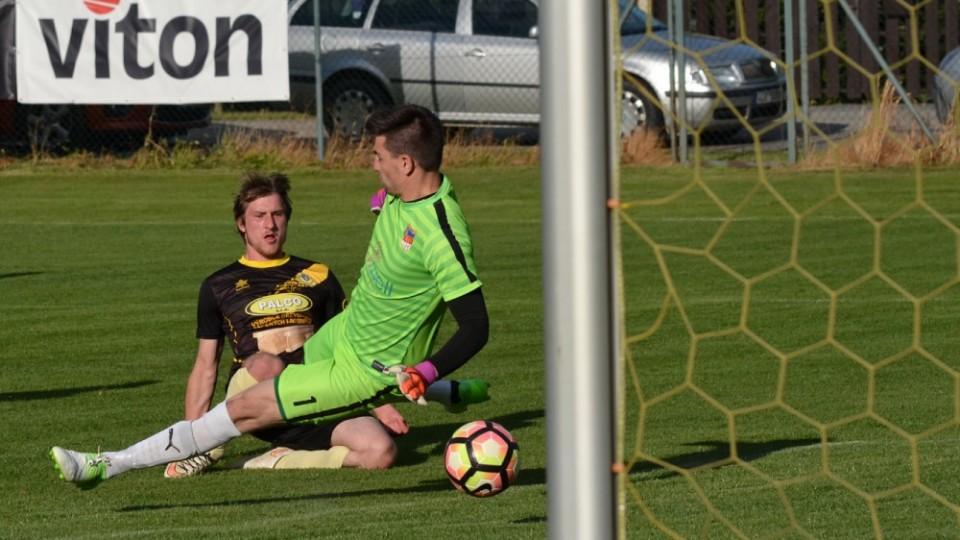Stanislav Pacholík prostřelil brankáře Plané Jana Nováčka a zvýšil na 2:0 pro N. Včelnici.