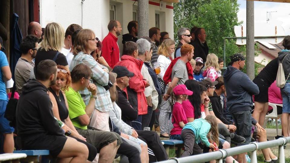 Do Mokrého přišlo na první barážové utkání 150 diváků.