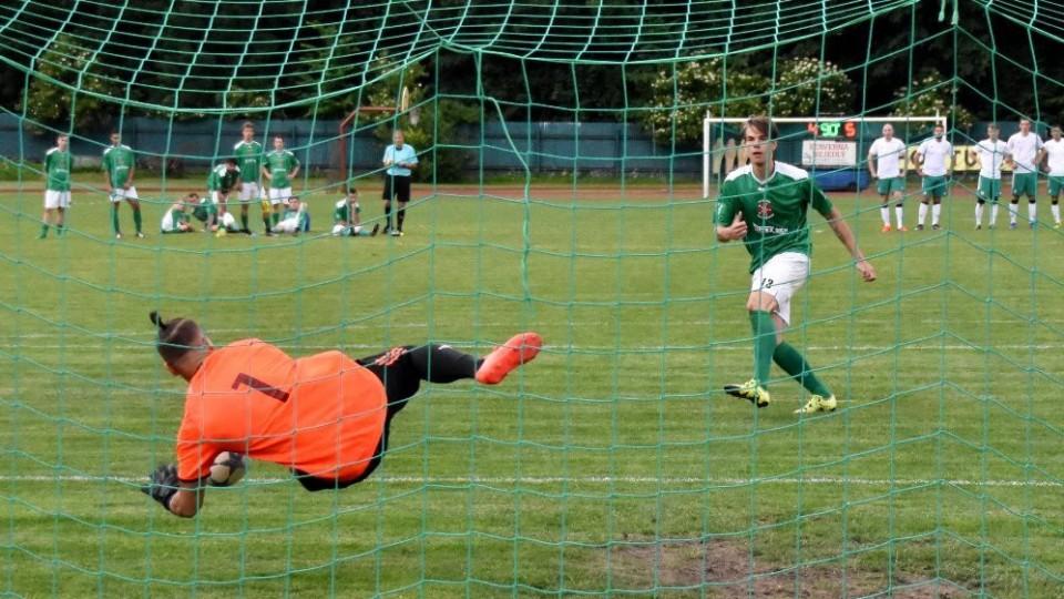 Pavelec vyráží Švěecovu penaltu.