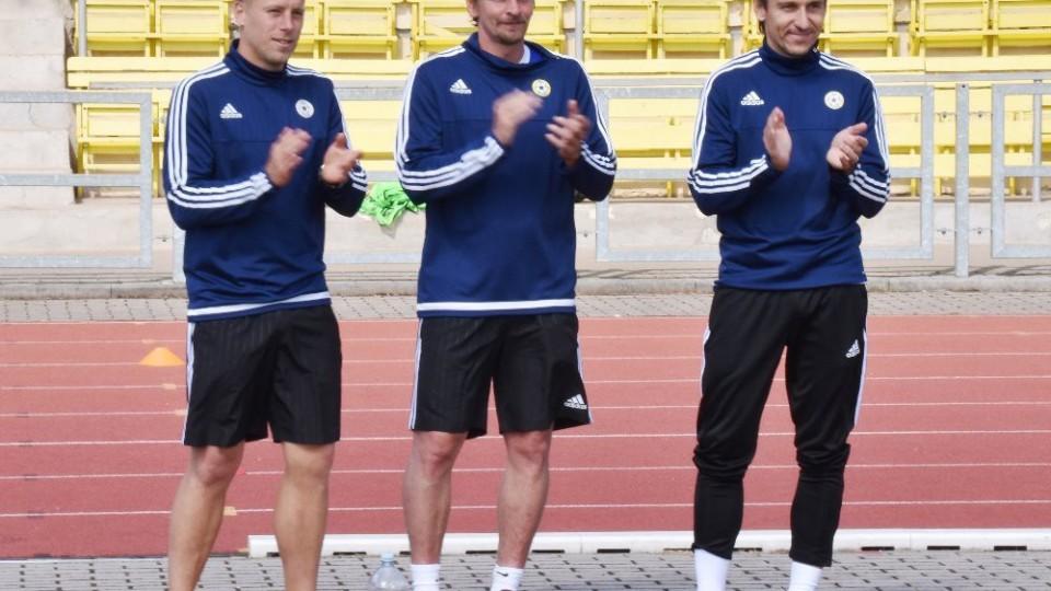 Trenér Prášil s asistenty Zušťákem a Nouskem ml.