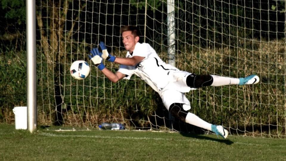 Adam Zadražil se při penaltě vrhl správným směrem.