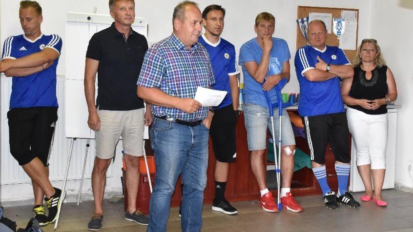 Za vedení klubu přivítal hráče Milan Nousek st.