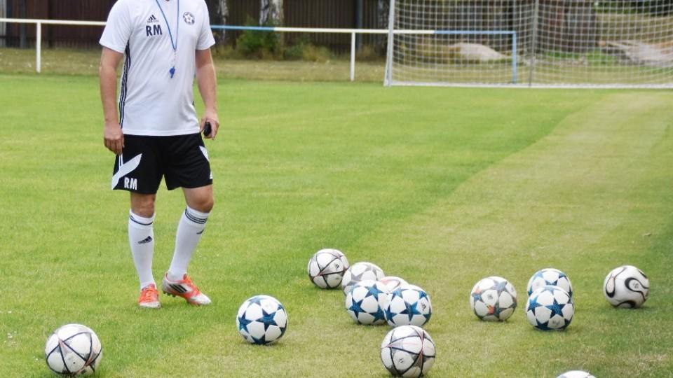 O míče neměl trenér Roman Malý nouzi. Foto: Jan Škrle