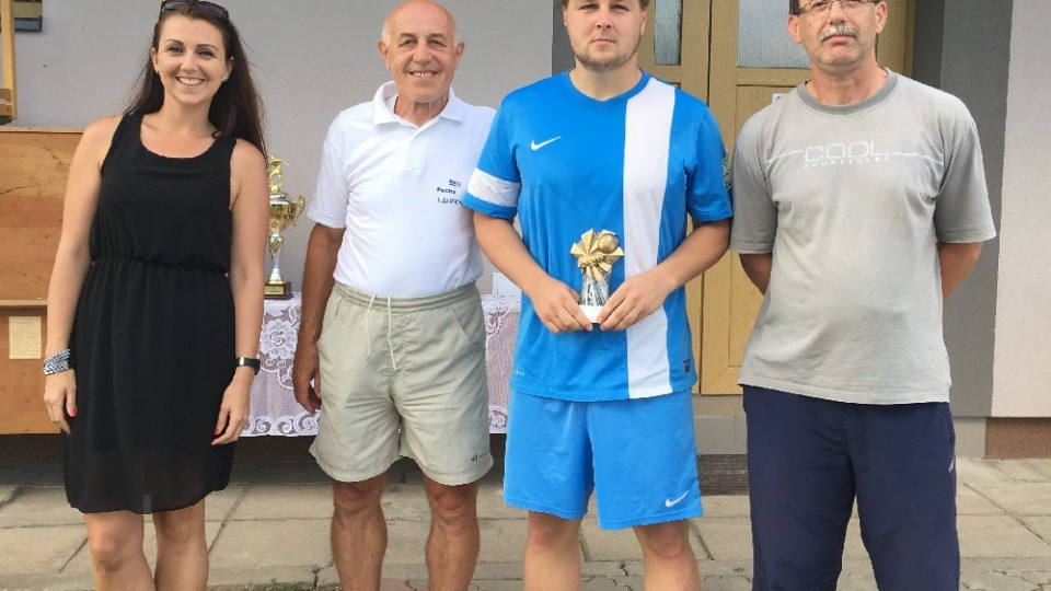 Cenu pro nejlepšího hráče dostal od pořadatelů Daniel Bouchal z Lišova.
