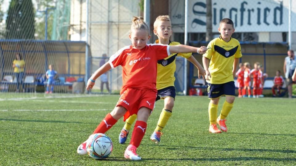 E.ON Czech Teamy hrály na rumunském Kinder Cupu. Uhrály šesté a desáté místo