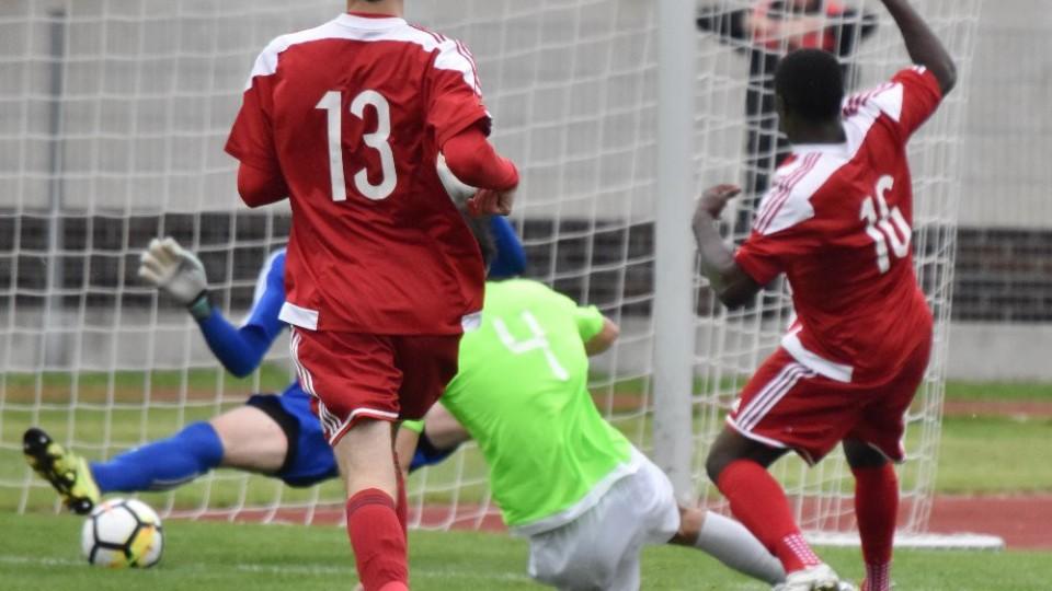 Rychlonohý Chukwuma dává první gól Brozan.