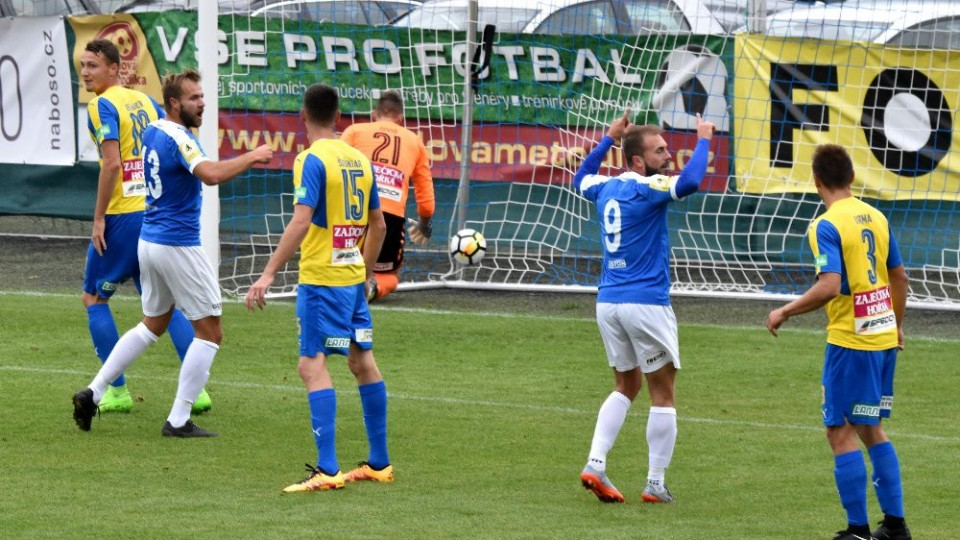 Jan Štohanzl otevírá skóre úterní pohárové přestřelky.
