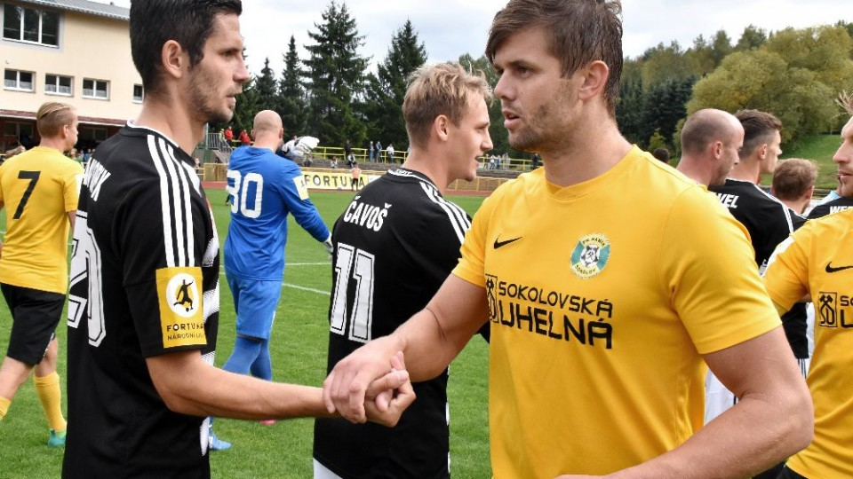 Petr Javorek se zdraví s bývalým táborským spoluhráčem Peterem Mrázem.