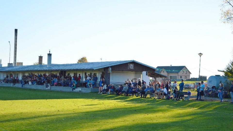 Zápas za krásného počasí sledovalo 190 diváků.