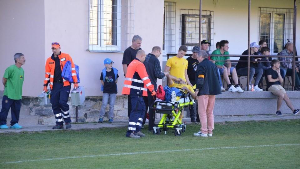 Stínem utkání bylo vážné zranění hráče Meteoru Františka Lorence.