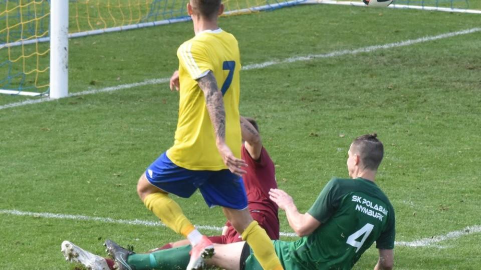 Tomáš Froněk dává mazáckým obloučkem šestý gól.