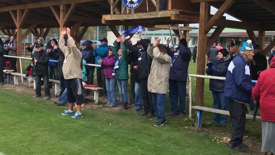 Katovičtí fanoušci se radují z výhry nad Protivínem. Foto: SK Otava Katovice