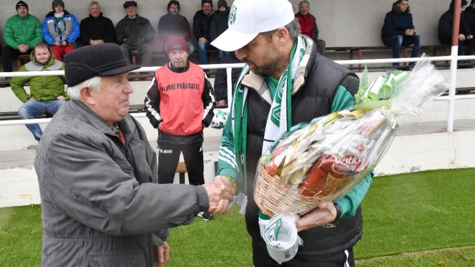 Prvním gratulantem byl předseda klubu Václav Maxa ml.