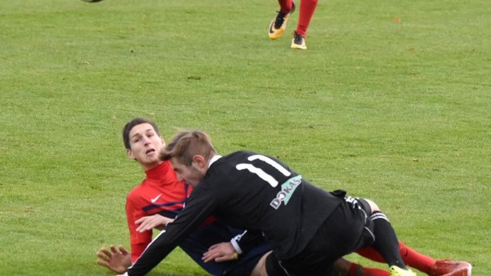 Tomáš Mazouch při pozemním souboji s Milanem Krůtou.